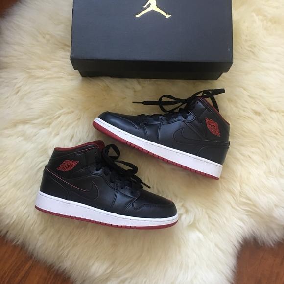 581e6bfd879 Nike Air Jordan 1 Mid BG Black/Red Size 5Y. M_5b935d1d6a0bb75d6ed2c39a